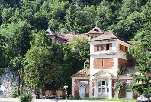 Vila Crăciunescu, în spatele turnului de apă, 2020, Arhiva INP/ The Crăciunescu Villa, in the background of the water tower, 2020, the NIH Archives